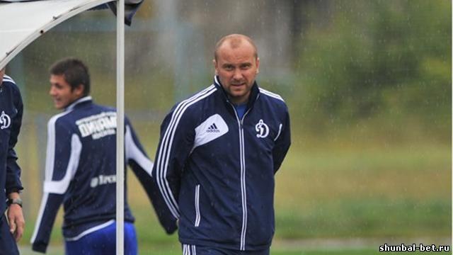 Болельщики «Динамо» имеют право высказать свое недовольство московской команде, но это должно быть сделано без оскорблений, заявил тренер бело-голубых Дмитрий Хохлов.