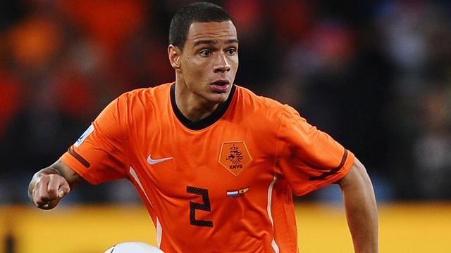 Грегори ван дер Вил согласился на переход в «ПСЖ», сообщает AFP.